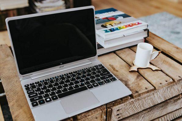 Projekt s laptopima i kutijama